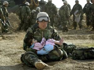 Iraq-Soldier-baby